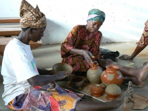 Foto; Ghanese keramisten aan het werk